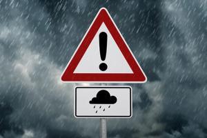 """台风""""圆规""""强袭台湾!1出租车司机遭活埋死亡 砂石场侧墙崩塌 初步调查:强降雨与堆土过高"""