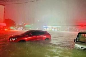 暴雨红色预警!河南新乡最大持续降水量907毫米 防汛应急响应提升至Ⅰ级