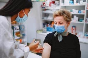 新冠疫苗最新消息!美国疾控中心:7500万完全接种疫苗的美国人中,5800人感染COVID-19,74人死亡